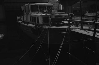 carl-zeiss-flektogon-28--35-fuji-neopan-100-acros---orange-filter-location-koyasu-fishing-village-canal-in-kanagawa--september-24-2015_21655898648_o.jpg