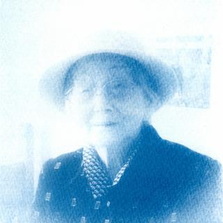 cyanotype-printing-using-a-digital-negative-of-my-grandmother-original-picture-taken-in-2002--jacquard-sensitizer-kit_31642720053_o.jpg