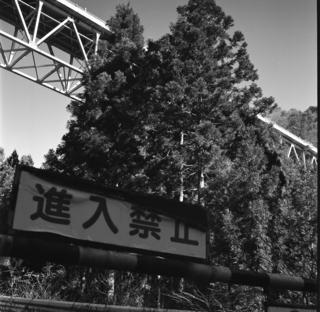 rolleiflex-sl66-with-ttl-meter-finder--filmed-by-rollei-hft-planar28--80-ilford-delta-400--yellow-filter-location-foot-of-mt-asama-nagano-and-nanmoku-village-gunma-japan-january-10-2016_24254401440_o.jpg