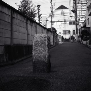 voigtlnder-superb-1933--skopar-75mm-f35-with-y-filter--kodak-tri-x-400-location-yotsuya-tokyo-japan-march-24-2017_33713311936_o.jpg